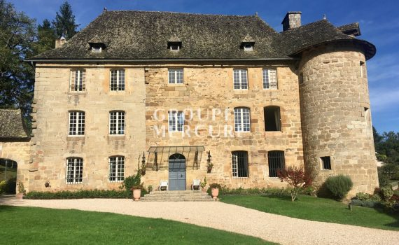 17th century Chateau nr Figeac France for sale