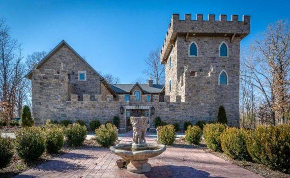 Clever Missouri Luxury Castle for sale