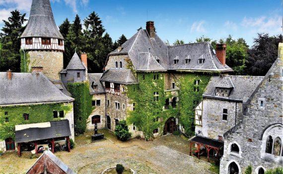 Eyneburg Castle Belgium for sale