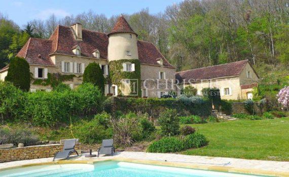 France Chateau for sale KP1026 Maxwell Baynes web thumb
