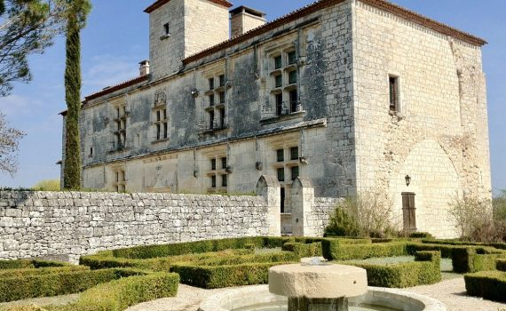Historic 15th Century Chateau nr Cahors France for sale 1