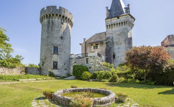 Miles Copeland Castle Marouatte Owner Interview France 3